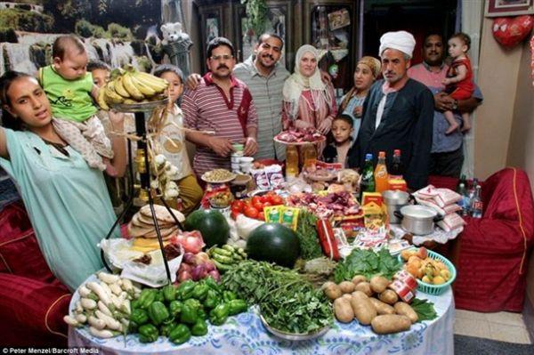 Mısır'daki Ahmed ailesi için haftada 120 TL'lik mutfak alışverişi yapılıyor