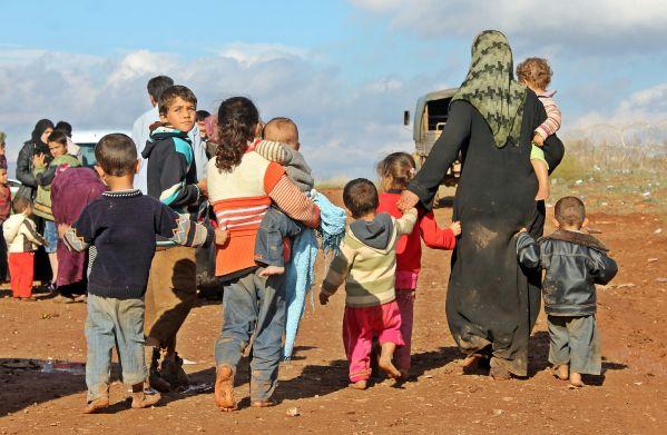Suriye'de kadın ve çocuklar savaşın soğuk nefesini ciğerlerine kadar hissediyor... Kendi çocuk, kardeş, bacı, analarımızı ve eşlerimizi onların yerinde düşünelim
